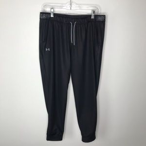 Under Armour crop pants with side pockets